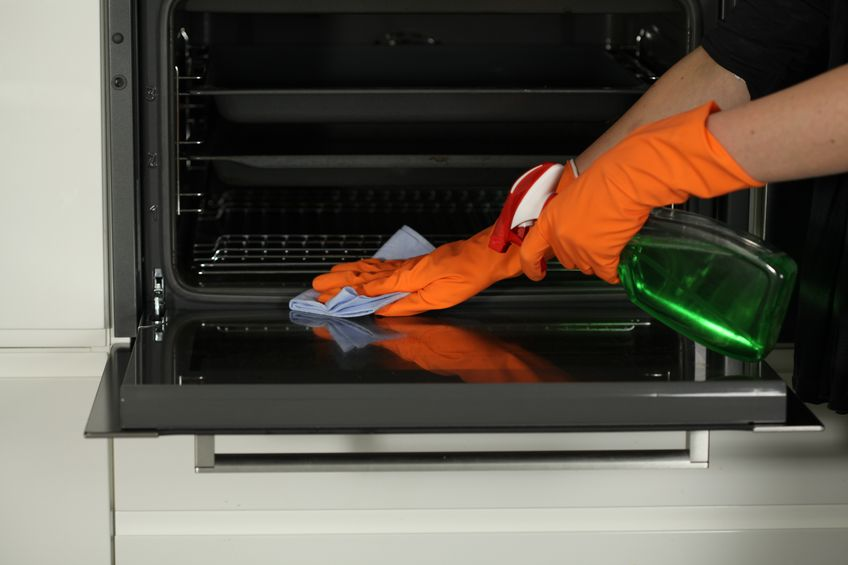 Easy ways to clean your oven